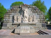800pxlezoux_monument