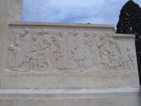 Bas_relief_droit_du_monument_aux__2