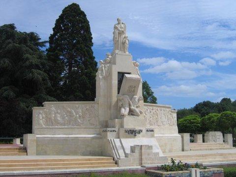 Le_monumen_taux_morts_pacifiste_d_4