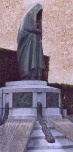 Campan_le_monument_de_la_pleureuse