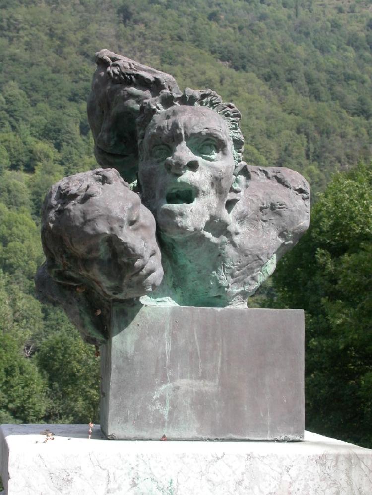 http://moulindelangladure.typepad.fr/monumentsauxmortspacif/images/2007/11/10/capouletetjunac09_3_3.jpg