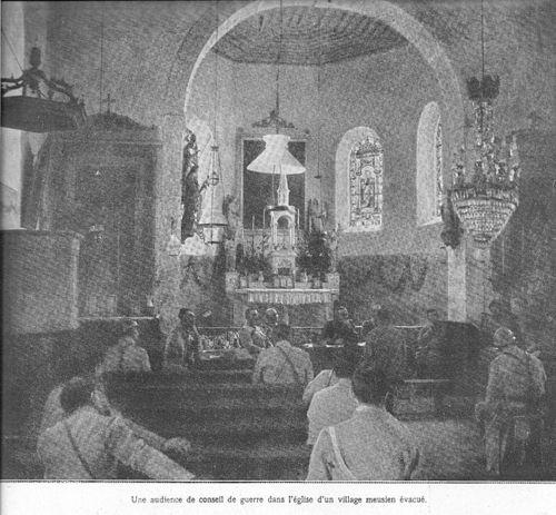 A0 A Tribunal improvisé dans une église